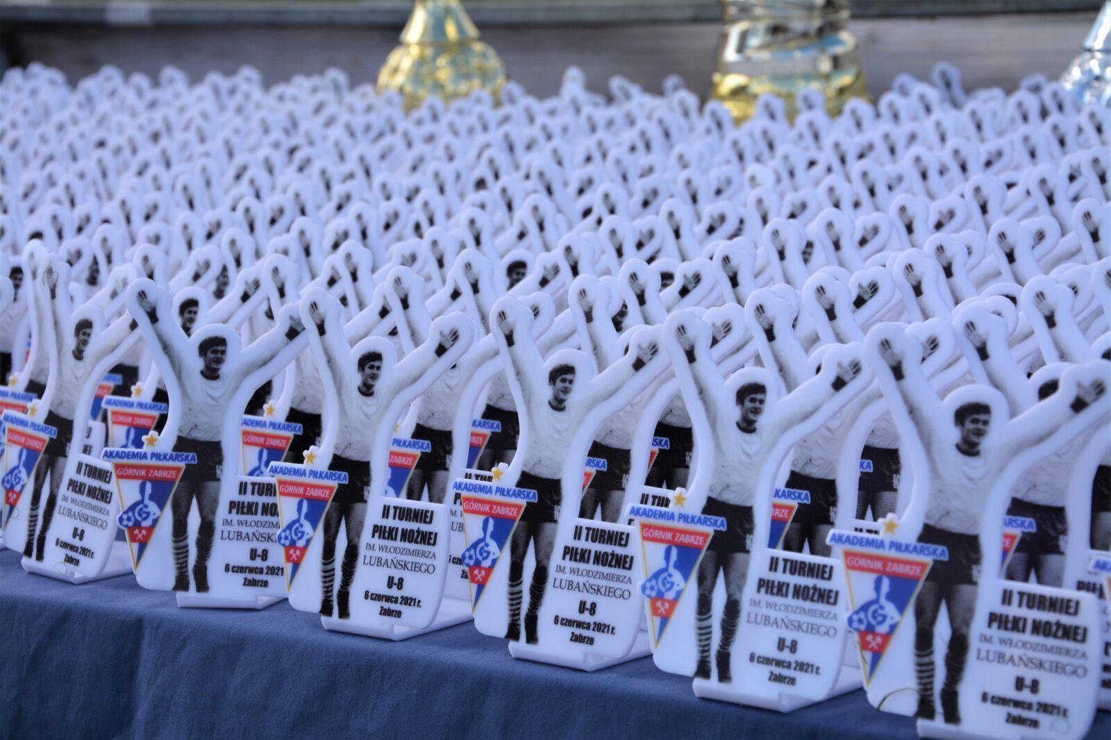 Pamiątkowe statuetki dla wszystkich uczestników