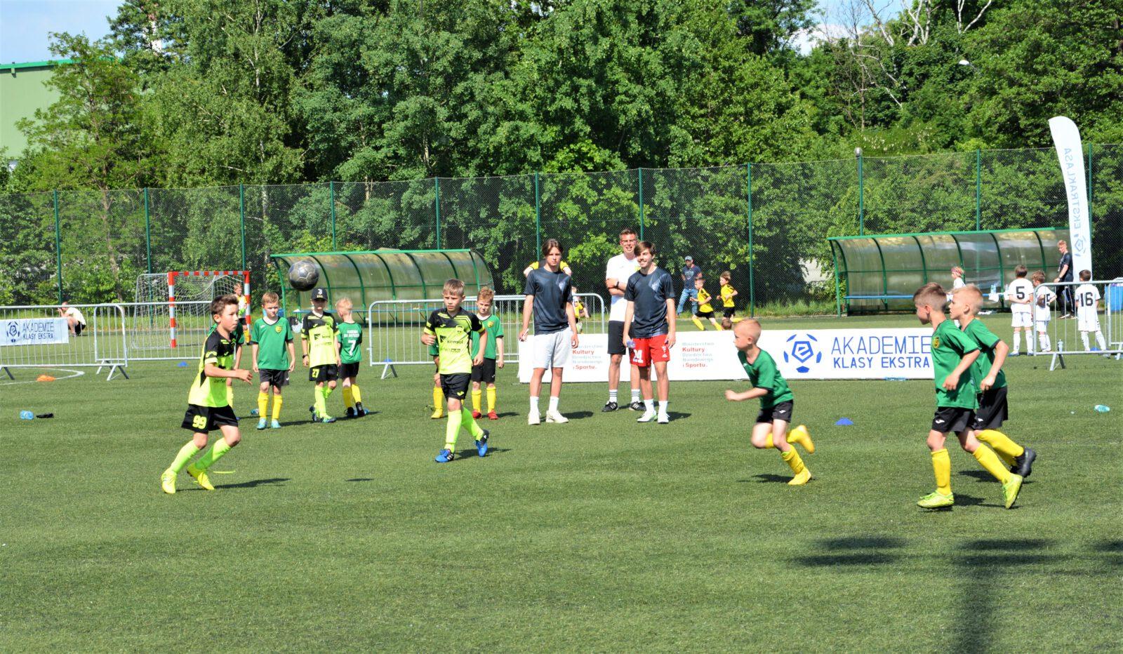 Turniej rozgrywany był także na boisku ze sztuczną nawierzchnią