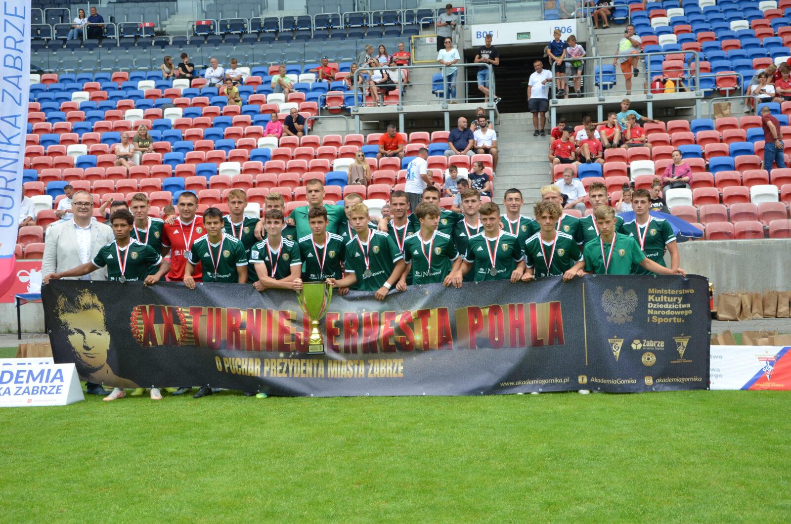 Pamiątkowe zdjęcie drużyny AP Śląsk Wrocław