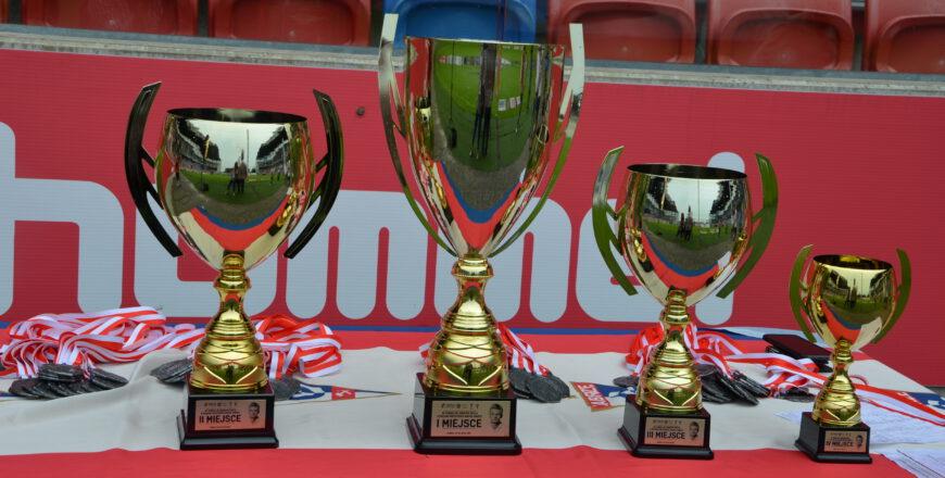 Puchary dla czterech najlepszych drużyn turnieju